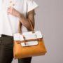 Co powinno znajdować się w kobiecej torebce